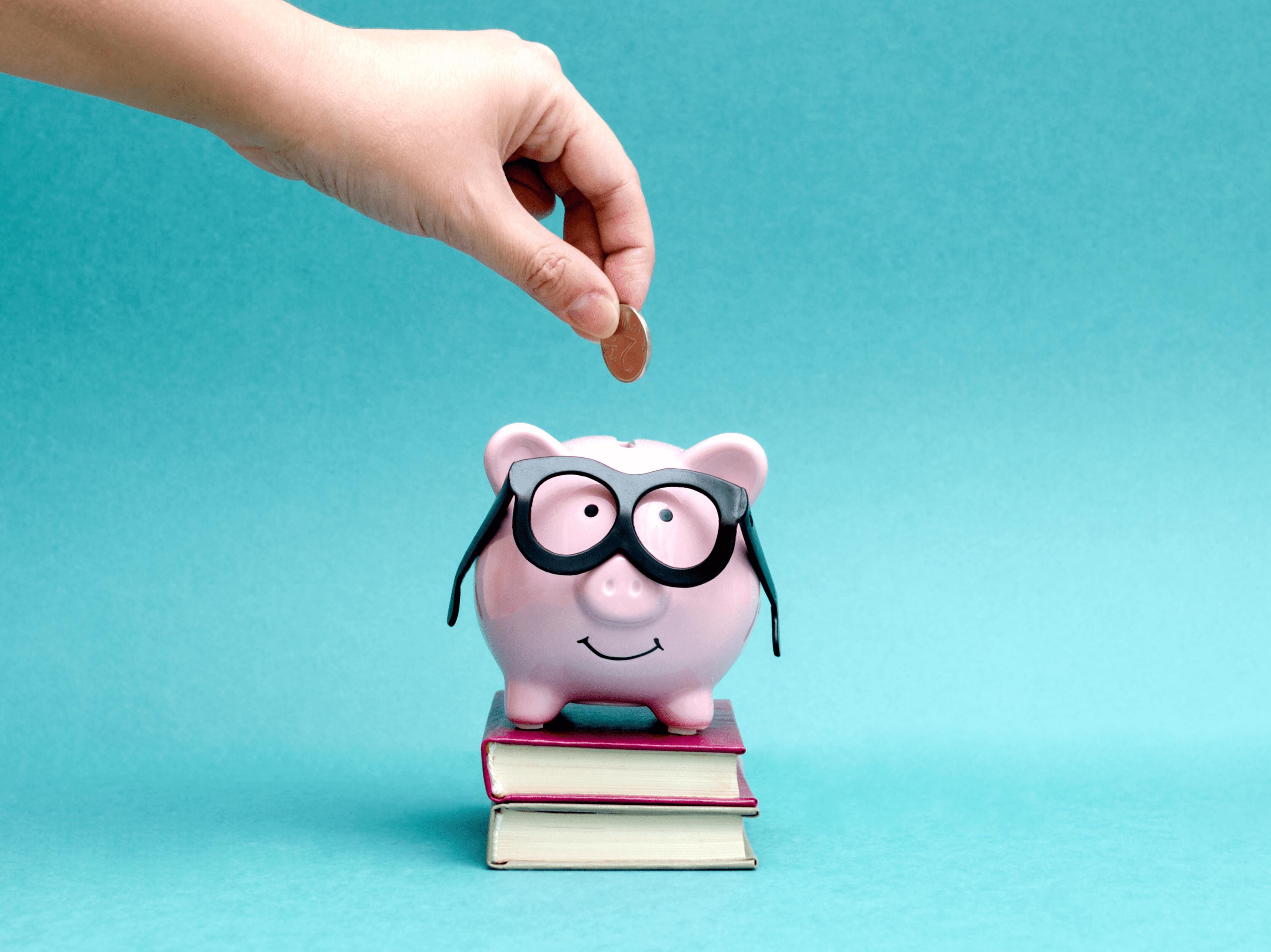 tirelire cochon à lunettes